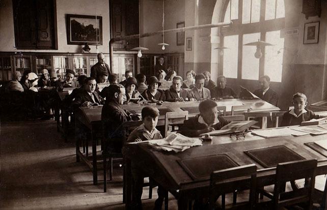 """José María López Landa en la """"Biblioteca Graciana"""" (Mariano Rubio Vergara, Archivo Fotográfico del CEB)"""